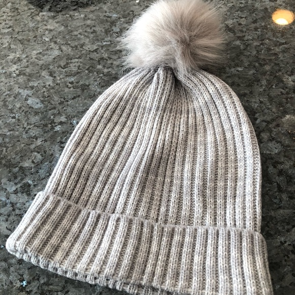 Hat Attack Knit Hat with Faux Fur Pom - New 89ee3f8b7f67